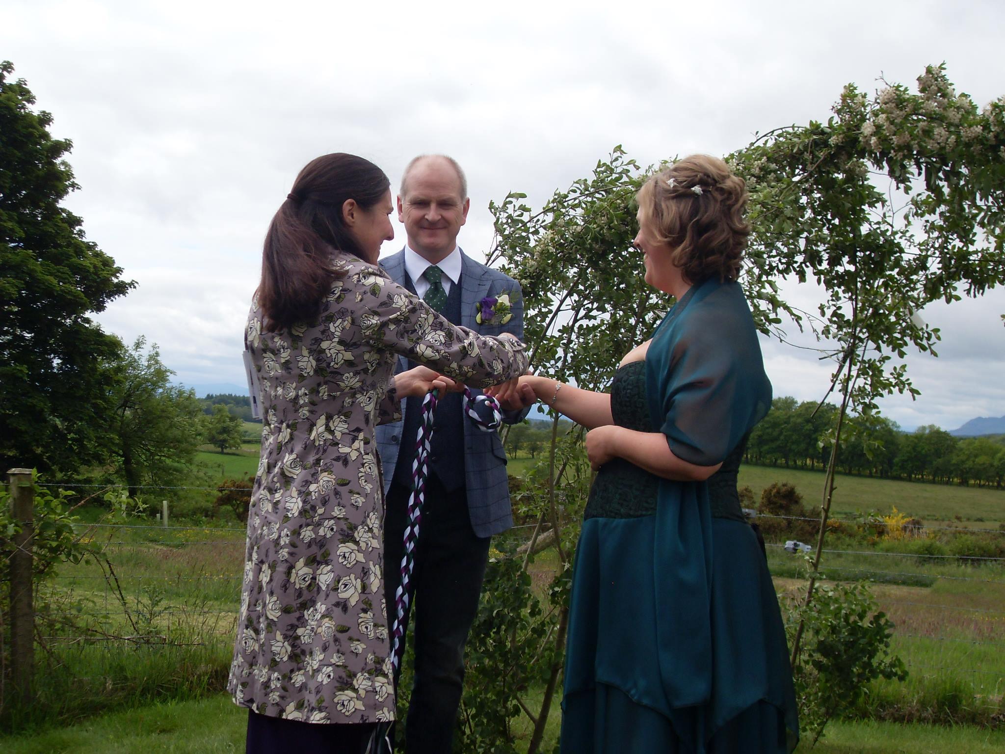 Beautiful Scottish Handfasting Ceremony conducted by Onie Tibbitt, Wedding Celebrant.